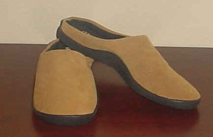 New MENS SLIPPERS Gold Toe Memory Foam Scuffs SIZE 10M CAMEL Indoor/Outdoor Sole Shoes