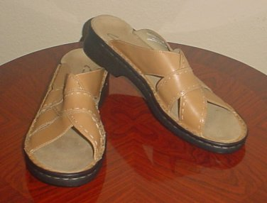 NEW CLARKS SANDALS Ladies Shoes SIZE 11 M  BEIGE LEATHER Slides