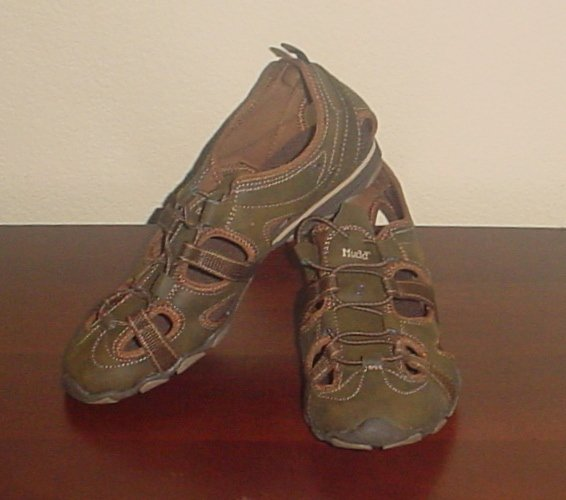 NIB Mudd SNEAKERS Ladies Adventure Athletic Shoes SIZE 11M BROWN Slip On Comfort