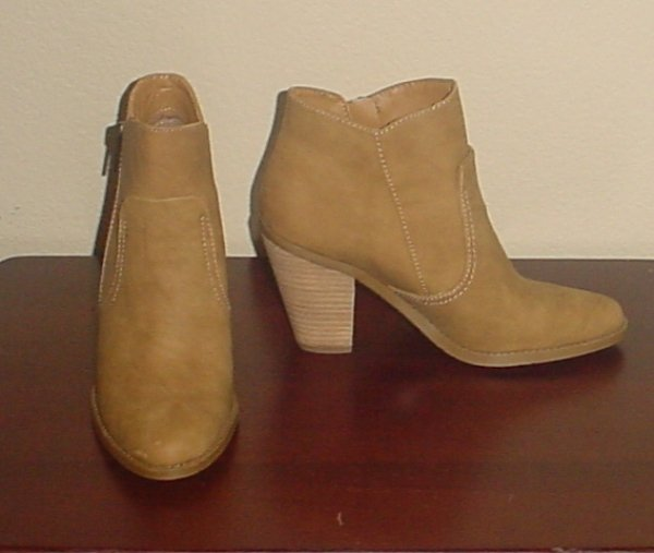 New DOLCE VITA BOOTIE  Ladies Colbie Boots SIZE 7.5 TAUPE Shoes