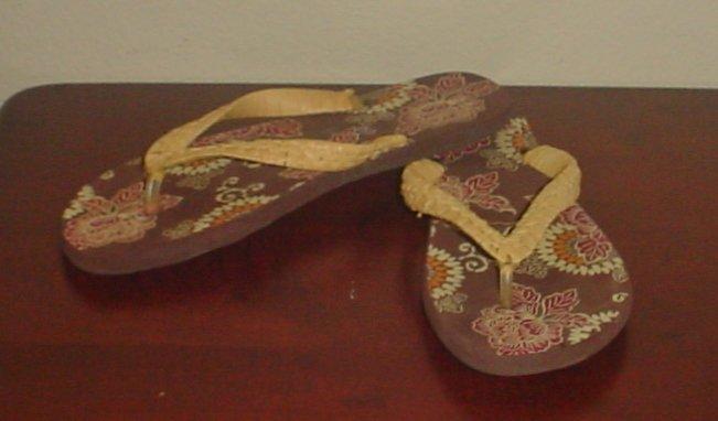 NWT Ladies FLIP FLOPS Old Navy Rafia Thong Sandals SIZE 11M BROWN PRINT Shoes
