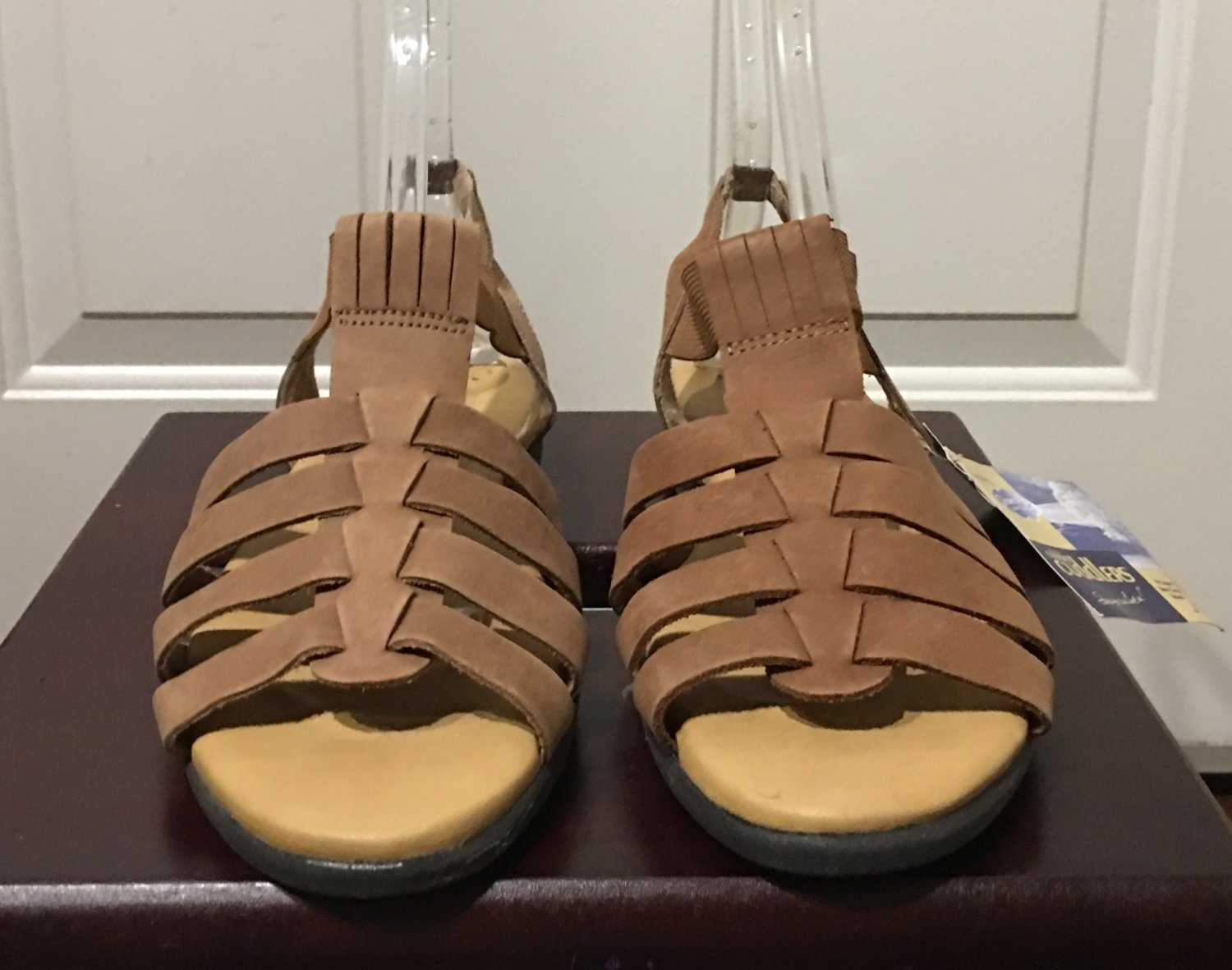 NWT Cobbie Cuddlers SANDALS Ladies Comfort Shoes SIZE 11 Camel Tan Leather
