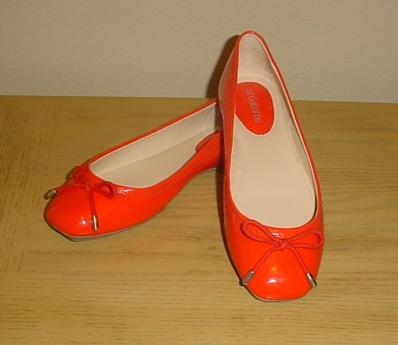 New LIZ CLAIBORNE BALLET FLATS Ladies Bridgette Shoes SIZE 7.5M ORANGE Patent