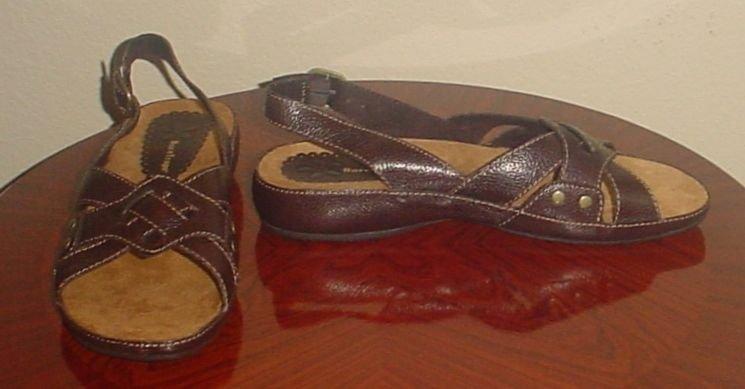 NIB Bare Traps SANDALS Ladies Frazzle Low Heel Shoes SIZE 11 BROWN LEATHER