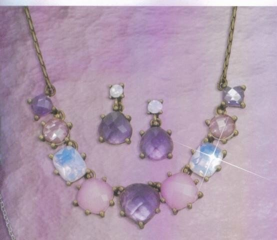 Avon Romantic collar Necklace Gift Set ~ Necklace Pierced Earrings Jewelry
