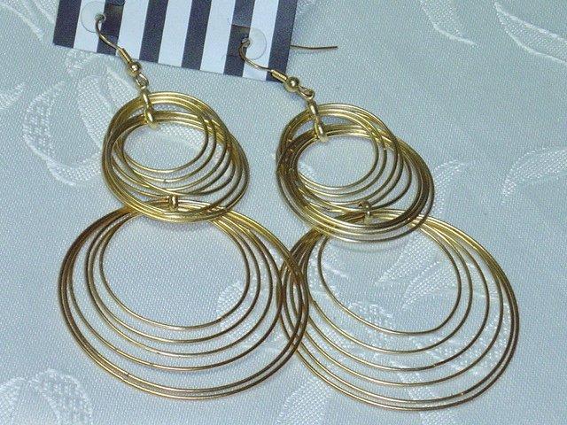 GOLD TONE METAL LARGE HOOP CHANDELIER EARRINGS
