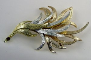 """VINTAGE PIN BROOCH Emmons Golden Silvery Feather 3"""""""