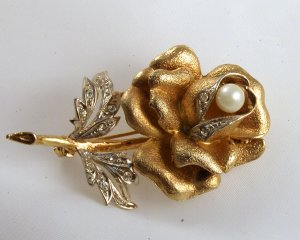 VINTAGE PIN BROOCH Golden Rose Rhinestones Pearl GORGEOUS