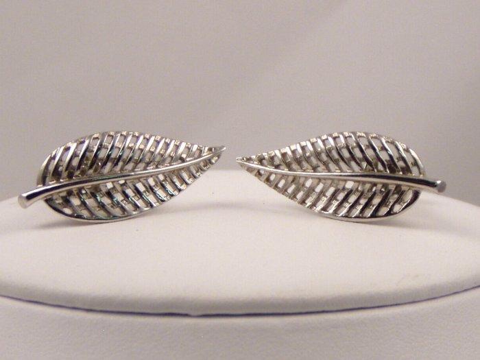 VINTAGE EARRINGS Elegant Silvery Lacy Leaf Design Coro clips