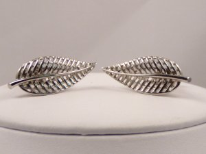 VINTAGE EARRINGS Elegant Silvery Lacy Leaf Design Coro clips