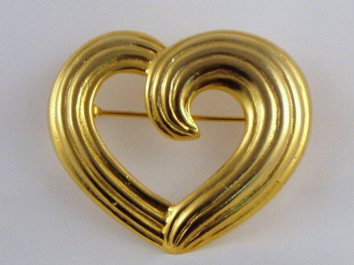 VINTAGE PIN BROOCH Gorgeous Open Swirl Heart Ridged Goldtone Sweet