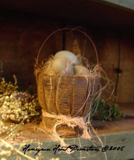 Primitive Beeswax Little Egg Basket