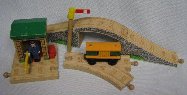 Thomas The Tank Stopping Guard + Stone Bridge Wood Track