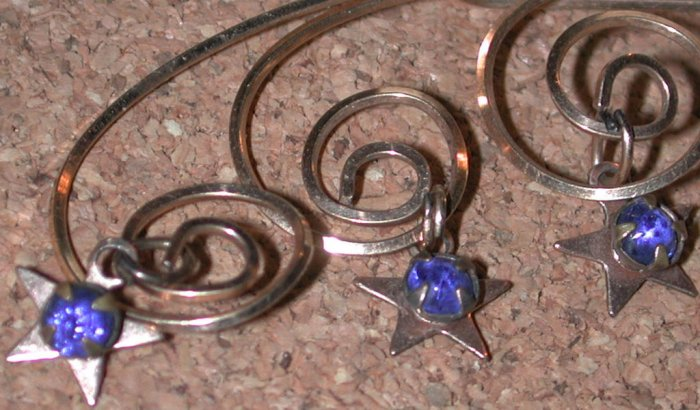 Vintage gold platted bent/twisted  Wire Pin with Star charms FREE SHIPPING
