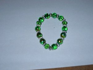 Green Metalic Glass Bead Stretch Bracelet