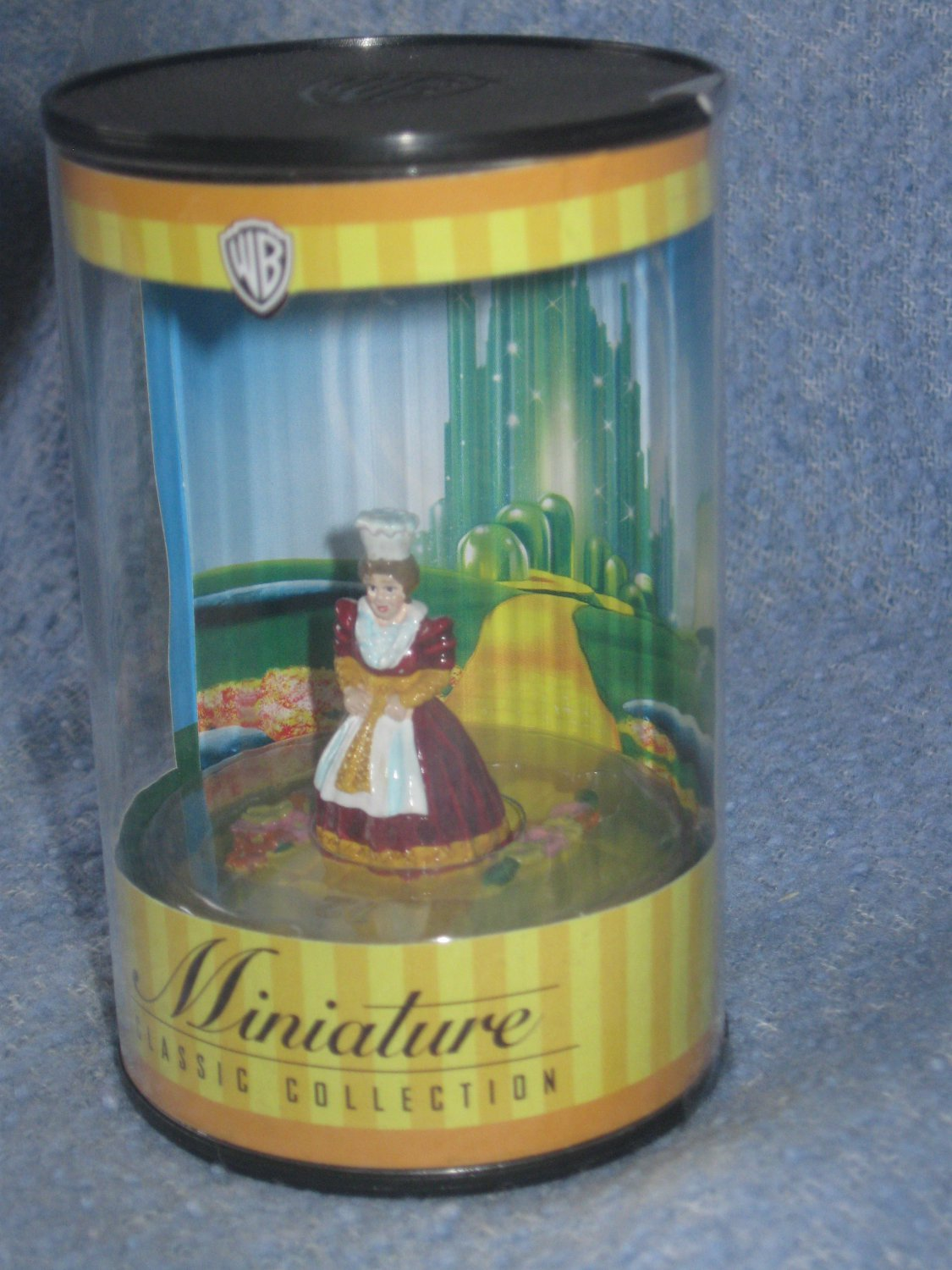 WB Wizard of Oz Miniature Classic Collection - Munchkin Town Lady