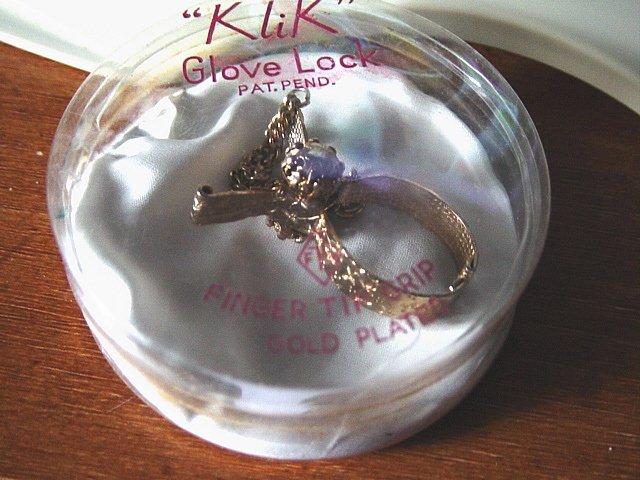 Vintage Klik Glove Lock Finger Tip Grip Gold Plated Holder   #900115