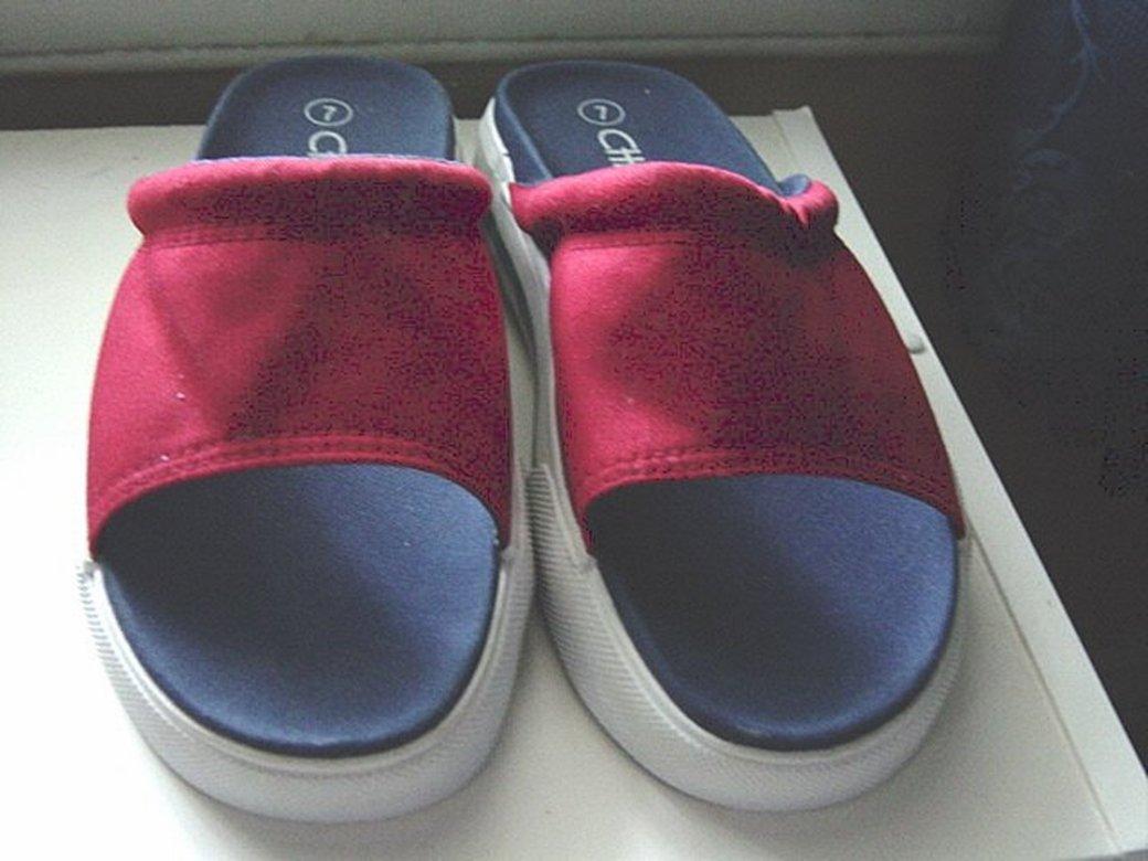 Red Cherokee Slider Sandals Size 7 #900010
