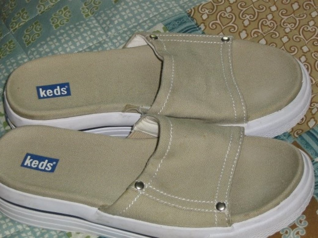 Pair of Tan Canvas Upper Keds Slider Sandals Size 6 #900575