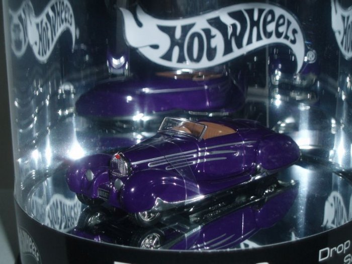 2004 Hot Wheels Showcase type 57c Bugatti Cabriolet..Purple