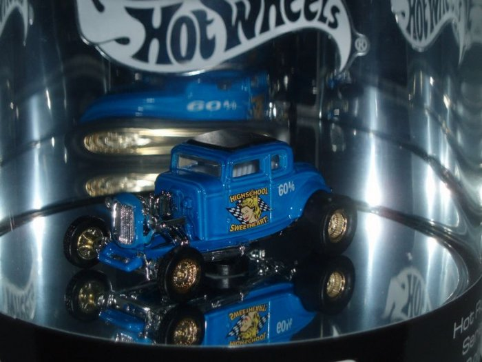 2004 Hot Wheels Showcase �32 Ford Coupe...Blue