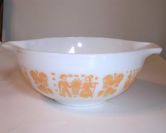 Vintage Pyrex Yellow Butterprint Mixing Bowl 2 and1/2 Quart  Cinderella 2 1/2 Qt Kitchen  Bowl