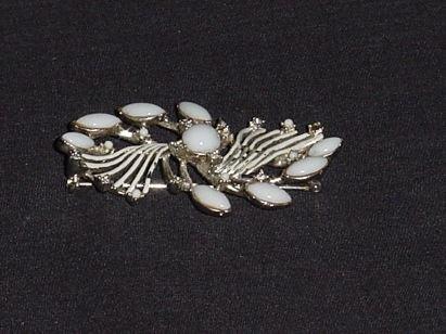 White Set Pin Gold tone back modern clamp