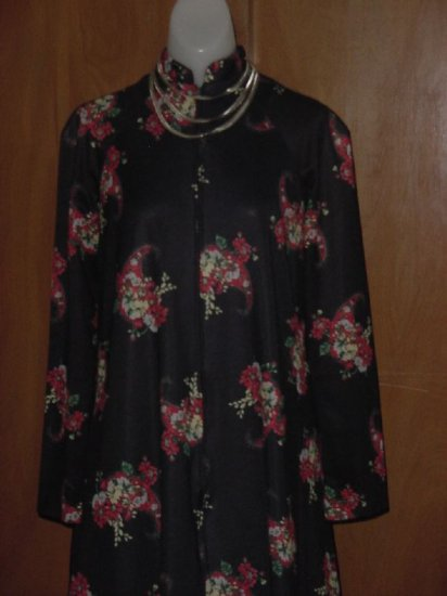 Black background red floral lounger zipped front Vintage house coat Bust 36  No. 5