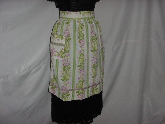 Fabulous Vintage 1930s 1940s Apron  Veggie Peas Pea Blossoms, Pea Shells, design on apron   No. 5