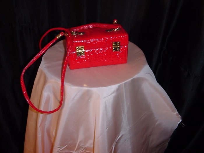 Petite Red Box Purse Handbag Pleather shoulder bag 42