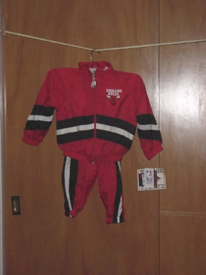 Childs 3T Chicago Bulls Sweat Suit New 2 piece light weight Has Tags Red Black White top pants 54