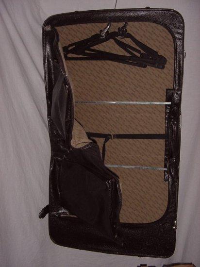 Wallstreeter Luggage Garment bag 22 x 20 inches