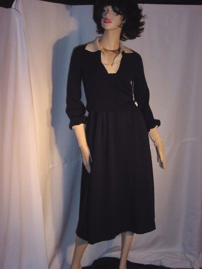 Saks Fifth Avenue Vintage Dress Navy and Cream Wool Size 10 Winter Dress Ladies Dress No. 5