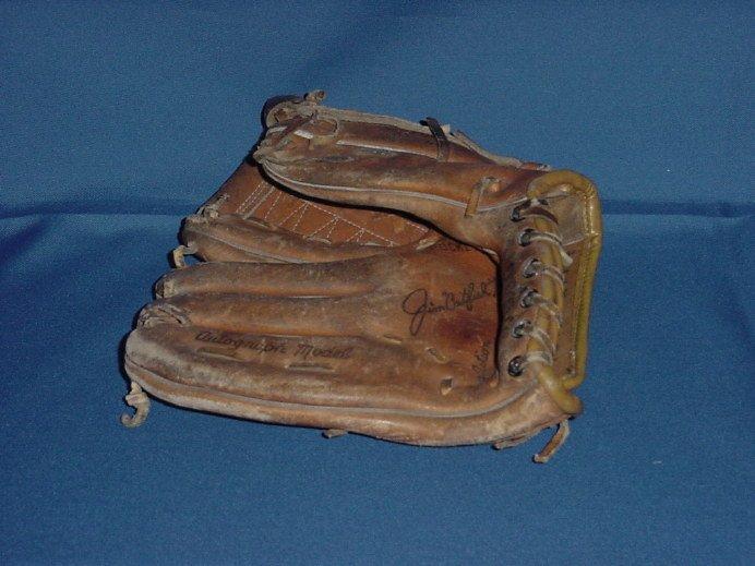 Jim Catfish Hunter baseball glove Wilson glove  No. 85