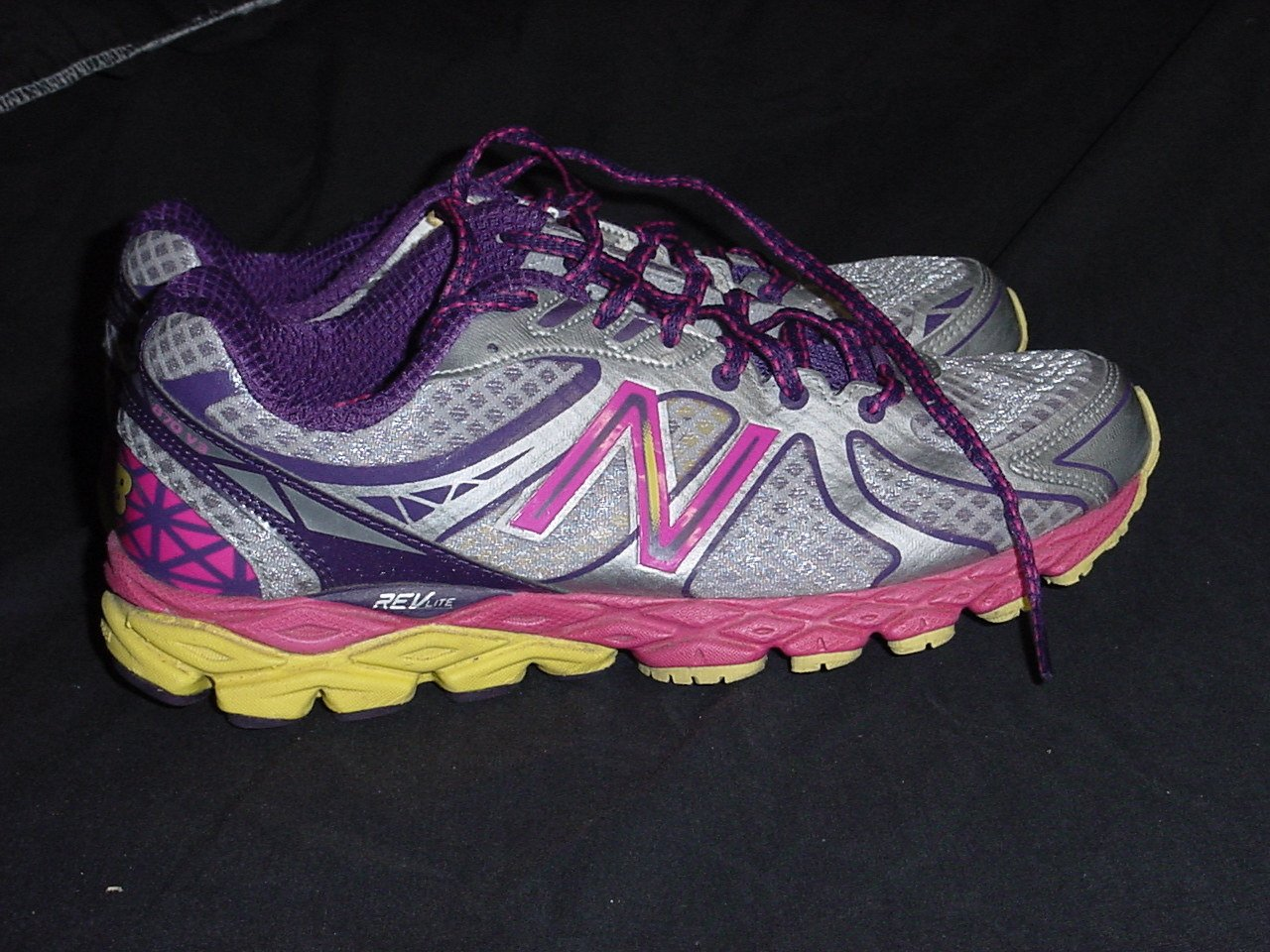 New Balance Women's 870 Size 9 D Bright Multi-Color Shoes 244