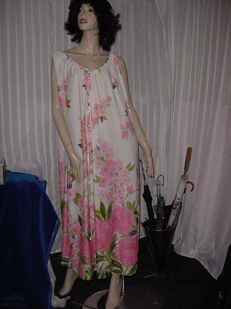 Vintage NightGown Marc Miss Elaine Flowery Free Bust  M-L Nightgown - Robe S-M No. 240