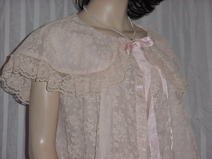 Vintage Chantilly Lace Pastel Pink Ecru lace ribbon Robe night gown Peignoir Duster  244