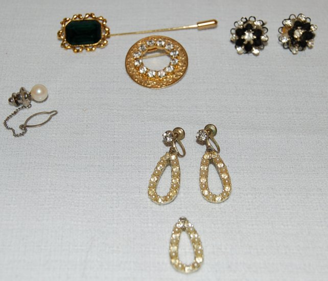Small Lot of Vintage Rhinestone & Pearl Costume Jewelry