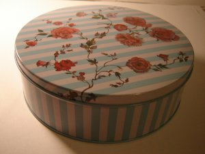 8 inch round tin striped peony flower with lid 1992 VinCenzo collectible excellent condition