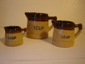vintage stoneware measuring cups 3 piece set brown tan