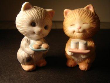 vintage Avon Best Buddies Sharing Kittens porcelain collectible figurines 1992 excellent