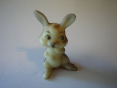 vintage Wilton bunny cake figurine plastic rabbit 1.5 inches tall Hong Kong