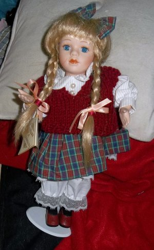 DOLL, MUSICAL & UPPER BODY MOVEMENTS