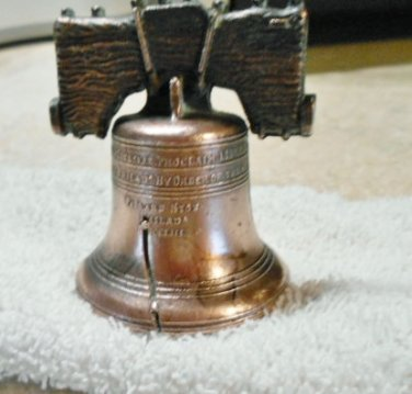 Replica of PA cracked Liberty Bell