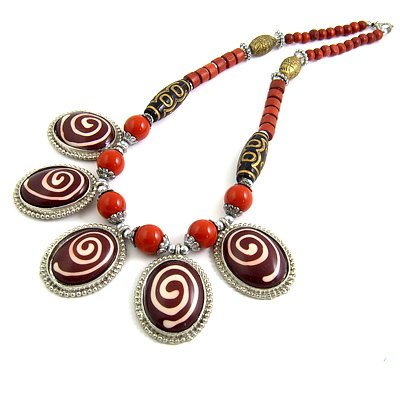 24624-resin with alloy necklace