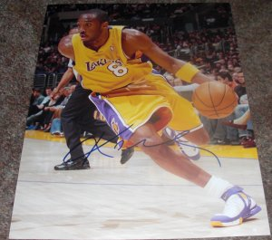 KOBE BRYANT SIGNED LAKERS 11X14 PHOTO PIC PROOF SIGNING