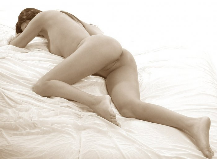 The Beautiful Oriental caught naked on the bed
