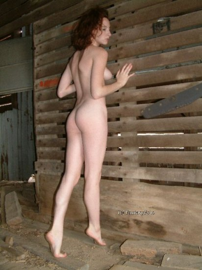 Hot NUDE red head in visits the farm