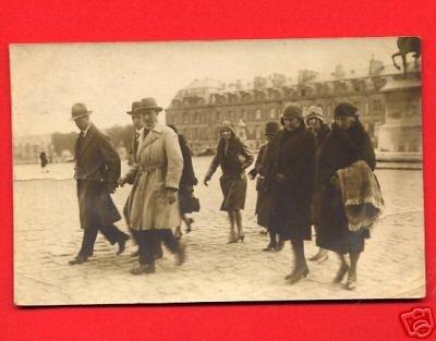 Vintage Real Photo Postcard RPPC - People walking on Paris France street 881
