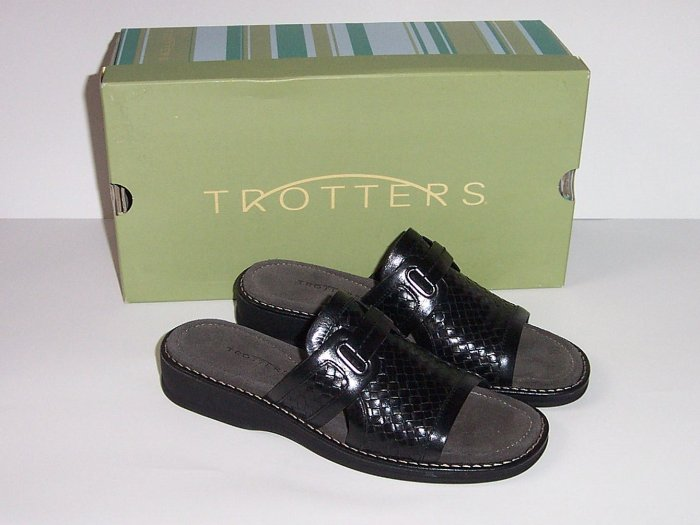 "TROTTERS ""Carley"" Womens Black Slides/Mules/Sandals 6 Narrow"